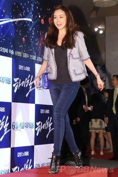 韓国・ソウル(Seoul)にあるロッテシネマ(Lotte Cinema)建大入口店で開かれた、映画『ハイヒール(英題、Man on High Heels)』のVIP試写会に臨む、女優のチェ・ジウ(Choi Ji-Woo、2014年6月2日撮影)。(c)STARNEWS ▼11Jun2014AFP|韓国映画『ハイヒール』VIP試写会、ジュンスやチェ・ジウらが出席 http://www.afpbb.com/articles/-/3017107 #Choi_Ji_Woo