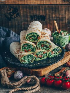Spinach wraps with cashew cheese (vegan) Spinach wraps (tortillas) with cashew cheese. This easy and quick recipe is vegan, gluten-free, dairy-free, healthy and delicious. Vegan Cashew Cheese, Plat Vegan, Party Snacks, Food Items, Quick Meals, Dairy Free, Gluten Free, Tasty, Healthy Recipes