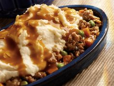 All-Day Shepherd's Pie - This all-day slow cooker ground beef recipe is the ultimate comfort food. Slow cooker shepherd's pie is easy to prepare and so satisfying. Talk about the perfect, one-pot meal! Crock Pot Slow Cooker, Crock Pot Cooking, Slow Cooker Recipes, Beef Recipes, Cooking Recipes, Crockpot Meals, Easy Cooking, Copycat Recipes, Gourmet