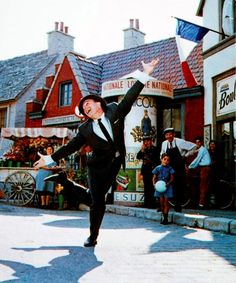 Oh how I love Gene Kelly... dance