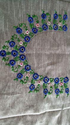Neck design Embroidery On Kurtis, Hand Embroidery Dress, Kurti Embroidery Design, Embroidery Neck Designs, Floral Embroidery Patterns, Embroidery Works, Hand Embroidery Stitches, Machine Embroidery, Kutch Work Designs