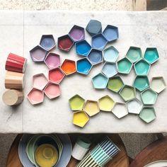 yeni renkler firindan ciktilar. #baharmasasi #renkliruyalar icin. #santimetrestudiospring2018colors #new color samples out of the kiln.…
