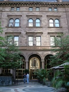 Apparently there is actually a tour in NYC where you explore locations where Gossip Girl was filmed... How am I just learning about this? I absolutely need to do this in the future  ☺️ #favoriteshow