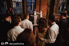 Просто один волшебный момент из множества волшебных моментов  очаровательного вечера ✨  Когда пары впервые приходят в наше арт-пространство, они сердцем чувствуют, что это именно их место для самого важного дня 💛  #Repost @daryaelfutina ・・・ A sweet ending to a new beginning 💛 #weddingphotographer #weddingcake #свадебныйторт  #fotofaktura #лофтукремля #fotofaktura_event #fotofaktura140 #арт #творчество #Moscow  #loft #фотофактура #лофтвмоскве #вечеринкавлофте #свадьбавлофте #фотосессия…