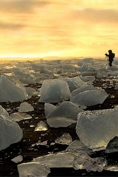 Check out 10 AMAZING things to see and do in Iceland! www.avenlylane.com