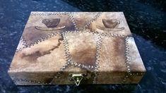 cantinho da Lili;caixa em mdf para capsula de cafe revestida com filtro de cafe usado.