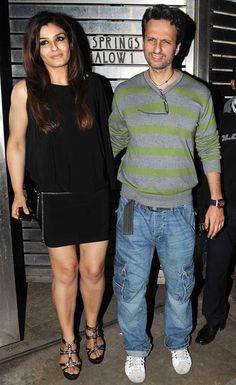 Ravina Tandon with . Bollywood Oops, Bollywood Actress Hot, Beautiful Bollywood Actress, Bollywood Celebrities, Beautiful Indian Actress, Raveena Tandon Hot, Karena Kapoor, Deepika Padukone Hot, Lara Dutta