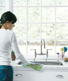 El fregadero o bacha de la cocina representa el amor del hogar, se recomienda tenerlo siempre limpio sin platos ni ollas sucias, no es bueno ubicarlo cerca de la ventana, dado que la energía del amor puede escaparse por ahí, se recomienda como cura colocar una planta o una bola de cristal.