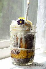 rapunzel cake in a jar - yum!