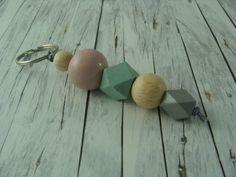 Schlüsselanhänger - Geo - Schlüsselanhänger Holzkugeln rosa mint grau - ein Designerstück von buntezeiten bei DaWanda