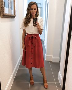 These cute memorial day outfits will give you some inspiration to get dressed up this weekend! From cute dresses to white jeans, there's an outfit for you. Cute Teacher Outfits, Teaching Outfits, Cute Teacher Clothes, Casual Teacher Outfit, Teacher Shoes, Teaching Clothes, Winter Teacher Outfits, Teacher Style, Business Casual Outfits