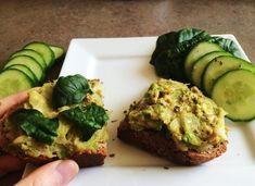 5 x najlepšie zdravé nátierky na každý deň v týždni - Fitshaker Snack Recipes, Cooking Recipes, Snacks, Tasty Dishes, Avocado Toast, Baked Potato, Food To Make, Healthy Eating, Ale