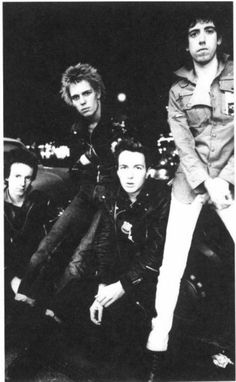 Joe Strummer, Mick Jones, Paul Simonon, Topper Headon : The Clash...