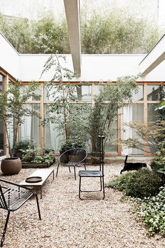 Outdoor rooms take advantage of extra space and add a casual entertaining area in your home. Here are 10 gorgeous ideas to inspire your own outdoor oasis. Outdoor Rooms, Outdoor Gardens, Indoor Outdoor, Outdoor Living, Outdoor Sofa, Summer Flowering Bulbs, Art Deco Home, Australian Homes, Garden Care