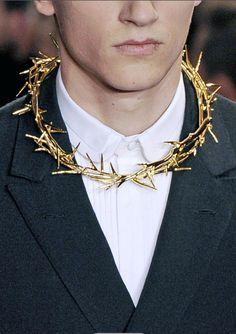 Crown of Thorns @ Givenchy  SE ACUERDAN DE MI FIESTA DE NI TAN SANTOS, NI TAN VÍRGENES...