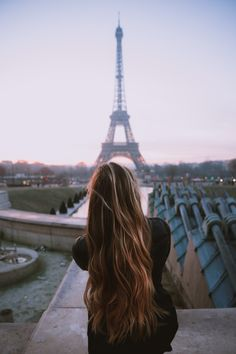 Find out the most iconic and beautiful places to take an Instagram in Paris // www.themandagies.com