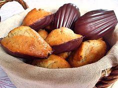 http://macuisinevegetalienne.blogspot.fr/2010/09/madeleines-lorange-en-coque-de-chocolat.html