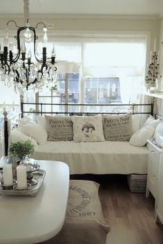 ❥ white & neutral colored living room.