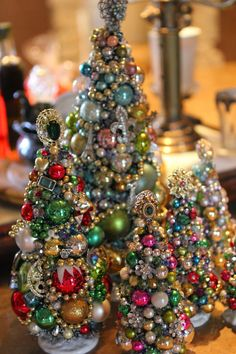 "Miniature Trees made from old jewelry, mini ornaments, & ""do-dads"" - Beautiful! - Romancing the Home Miniature Trees made from old jewelry, mini ornaments, & do-dads - Beautiful! - Romancing the Home Jewelry Christmas Tree, Jewelry Tree, Noel Christmas, Old Jewelry, Christmas Projects, Christmas Tree Decorations, Holiday Crafts, Vintage Christmas, Christmas Ornaments"