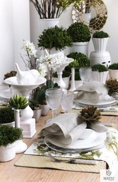 Smart green and white tablescape