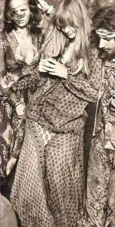 Flower Power hippie style of the Some had a very interesting sense of style. Hippie Style, Boho Hippie, Hippie Love, Bohemian Style, Boho Chic, Gypsy Chic, Modern Bohemian, 1960s Fashion, Trendy Fashion