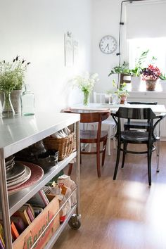 Small home and apartment decor - Modern vintage kitchen and dining room - Home Tour: Small + Natural Scandi Style in Gothenburg