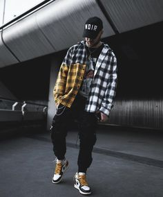 ake My Own Moves 💪⠀ Searc Men With Street Style, Urban Street Style, Men Looks, Hype Tops, Urban Fashion, Mens Fashion, Flannel Outfits, Fit S, Cargo Pants