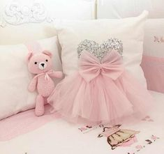 Tatliş – # CoutureForBaby # Diybaby Best Picture For baby room neutral For Your Taste You are looking for something, and it is going to tell you exactly … Cute Pillows, Baby Pillows, Kids Pillows, Sewing For Kids, Baby Sewing, Sewing Crafts, Sewing Projects, Decoration Shabby, Sewing Pillows