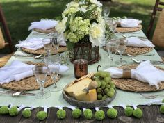 Nook Table, Table Set Up, Outdoor Table Settings, Outdoor Table Decor, Rustic Table, Patio Table, Outdoor Dinner Parties, Beautiful Table Settings, Green Table
