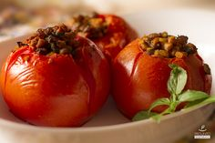 Tomate Recheado com Proteína de Soja e Lentilha