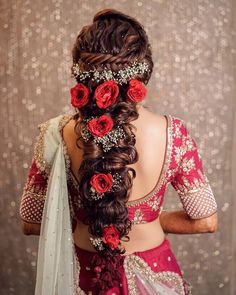 This twisted with babys breath and red roses is total love wedding and en. wedding and engagement hairstyles 2019 - Moda günlügü ile modayı yakından takip edebilirsiniz. Engagement Hairstyles, Unique Wedding Hairstyles, Indian Wedding Hairstyles, Braided Hairstyles, Open Hairstyles, Hairstyle Wedding, Style Hairstyle, Hairstyle Ideas, Saree Hairstyles
