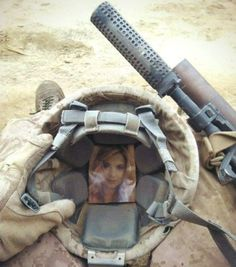 Military husband carrying a picture of his wife inside his helmet the entire time of deployment in Afganistan _____________________________ Reposted by Dr. Veronica Lee, DNP (Depew/Buffalo, NY, US) My Marine, Marine Corps, Marine Recon, Military Love, Military Couples, Military Couple Pictures, Military Deployment, Military Homecoming, Military Humor
