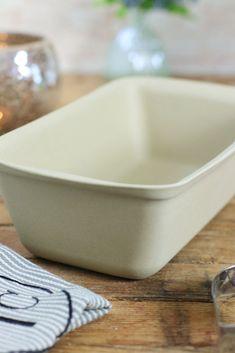 Zauberkasten Plus von Pampered Chef - Knusprige Steinofenbrote, Kuchen, Aufläufe und Hackbraten. Mit dem Zauberkasten Plus von Pampered Chef verwandelst du deinen Backofen in einen echten Steinofen und erhälst ein ganz neues Geschmackserlebnis für Zuhause. Mit der Pampered Chef Stoneware wie dem Zauberkasten Plus wird deine Küche einfach und gesund. Leckere Alltagsgerichte, knusprige Brote und einfache bis aufwändige Kuchen gelingen dir ganz einfach. Hier erfährst du alles über den… Paleo, Pampered Chef, Clean Eating, Cleaning, Dishes, Breads, Kuchen, Meatloaf, Healthy Groceries