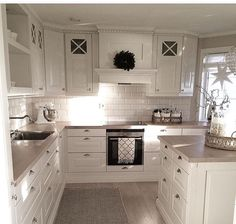 Small American kitchen: 60 projects to inspire - Home Fashion Trend Kitchen Room Design, Home Decor Kitchen, Interior Design Kitchen, Kitchen Living, Kitchen Ideas, Living Room, Cottage Kitchens, Home Kitchens, Dream Kitchens