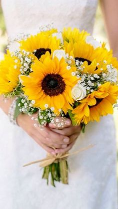 When it comes to the wedding bouquet, many brides can't make up their mind upon which flower to choose. If you are having a country or rustic wedding, sunflower will be perfect since they are bright, happy warm and full of life. Yellow Bouquets, Sunflower Bouquets, Sunflower Wedding Flowers, Yellow Sunflower, Sunflower Weddings, Sunflower Corsage, Sunflower Boutonniere, Bouquet Flowers, Sunflower Oil