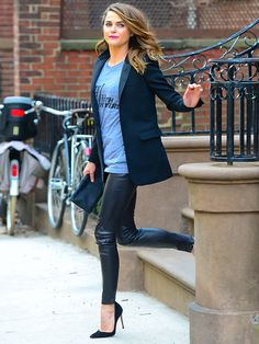 Star Tracks: Wednesday, March 18, 2015 | RUSH HOUR | Be careful in those heels, Keri! Russell rushes down some stairs in Brooklyn, New York, on Monday, ahead of an appearance on Late Night with Seth Meyers.