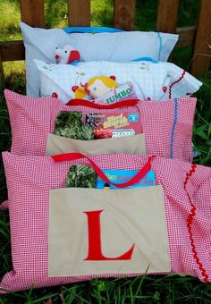 Road Trip Pillow Case ~ These road trip pillow cases are FAB-U-LOUS! They have a pocket for coloring books and other toys as well as a handle for easy carrying. Download the directions to make your own.