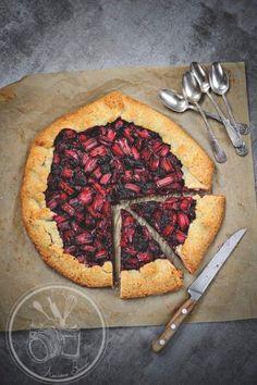 Rustic tart with rhubarb and blackberries