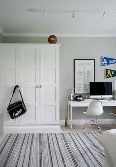 Platsbyggd IKEA PAX-garderob hos House of Philia. Spegeldörrar, platsbyggd…