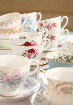 Vintage Tea Cups at the Table to go with the Cake