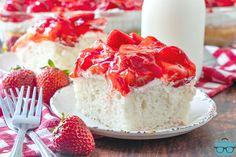 STRAWBERRY SHORTCAKE CAKE Strawberry Desserts, Strawberry Glaze, Strawberry Shortcake, No Cook Desserts, Summer Desserts, Easy Desserts, Dump Cake Recipes, Dessert Recipes, Frosting Recipes