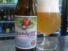 Cerveja Troublette, estilo Witbier, produzida por Brasserie Caracole, Bélgica. 5.5% ABV de álcool.