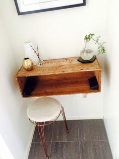 Mitt nya hallbord.  1st sockerlåda + 2st konsoler från IKEA