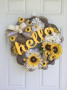 ideas home sweet hom wreath deco mesh Cute Crafts, Crafts To Do, Arts And Crafts, Wreath Crafts, Diy Wreath, Tulle Wreath, Wreath Ideas, Deco Mesh Wreaths, Burlap Wreaths