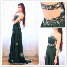 dark green dress, the blogger are so pretty http://helpihavenothingtowear.blogspot.jp/2013/02/szmaragdowa-duga-suknia-ozdobiona.html