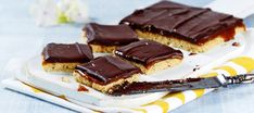 Miljonäärin leivokset Tiramisu, Cake Recipes, Baking, Ethnic Recipes, Desserts, Food, Tailgate Desserts, Deserts, Easy Cake Recipes