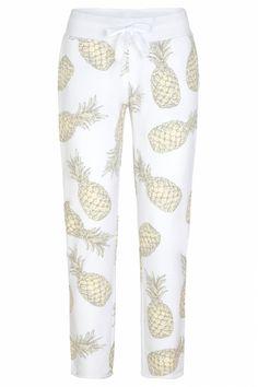 Juvia Damen Jogginghose mit Ananasprint Weiss | SAILERstyle Loungewear, Pajama Pants, Pajamas, Sweatpants, Fashion, Sweat Pants, Trousers, Cotton, Nice Asses