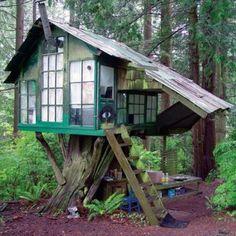Tiny rustic tree house / The Green Life <3