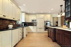 Traditional Two-Tone Kitchen Cabinets #107 (Kitchen-Design-Ideas.org)