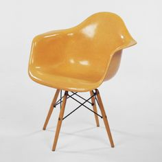 CHARLES AND RAY EAMES, Dowel leg chair | Wright20.com Eames Furniture, Furniture Design, Peter Behrens, Contemporary Style, Mid-century Modern, Vitra Chair, John Pawson, Marcel Breuer, Charles & Ray Eames
